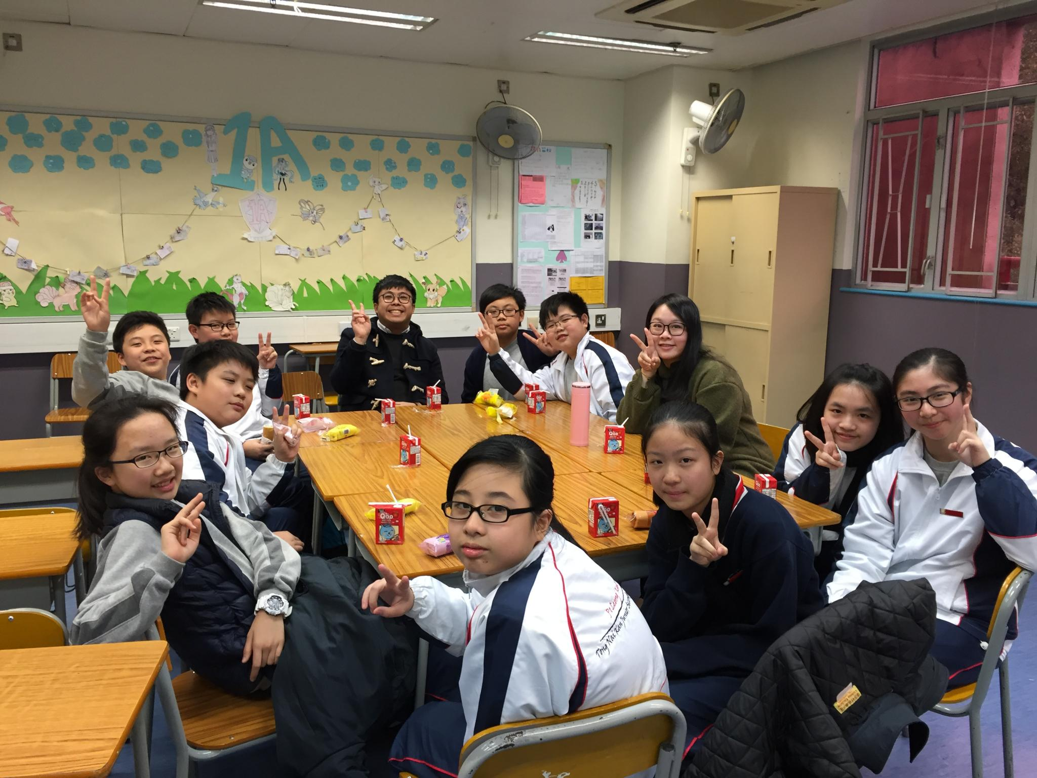 Some of the 1A students had a happy tea gathering with their class teachers.