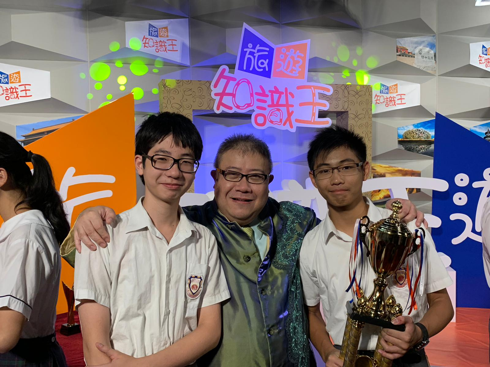 Students are congratulated by the host, famous actor, Mr. Lau Shek-yin, on getting the 2nd Prize in the competition.
