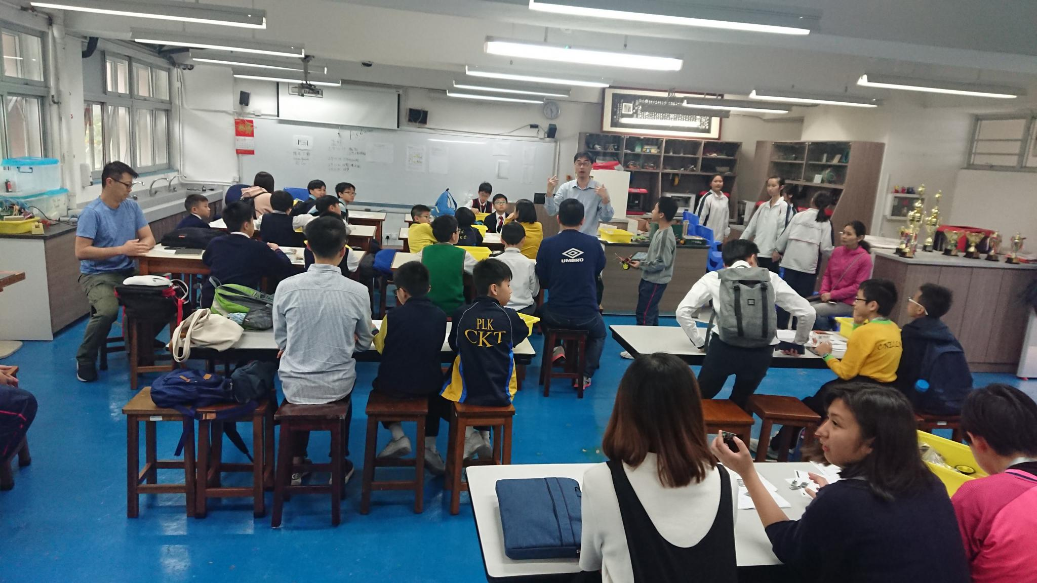 Parents and students attended the workshop before the competition.