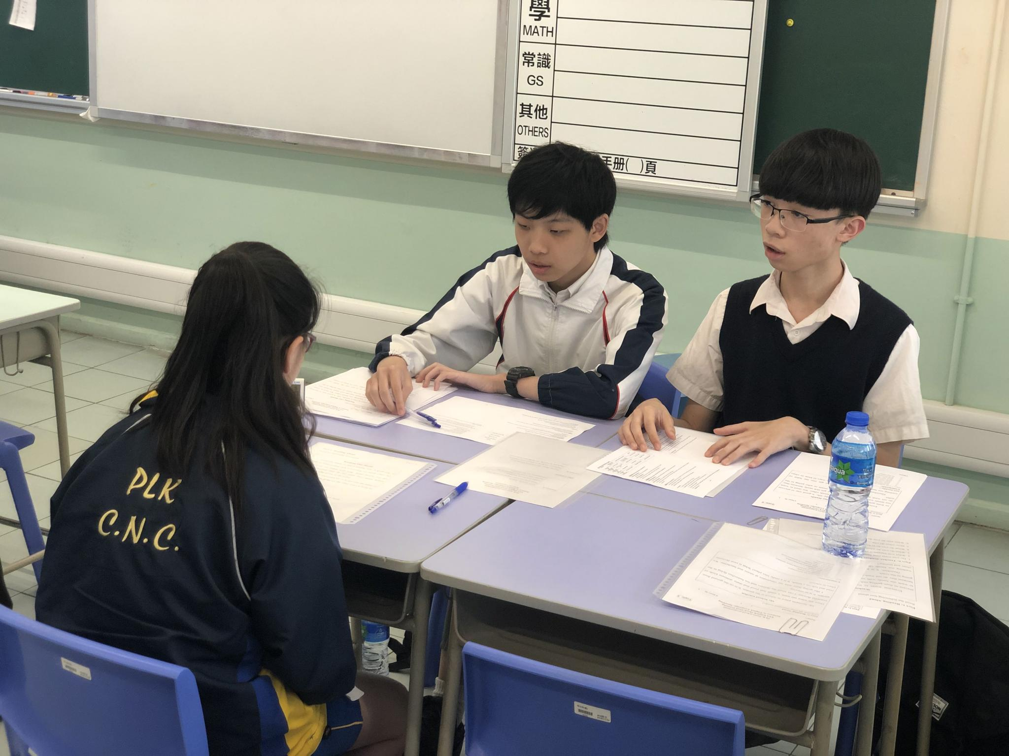 Our student helpers are having Mock Oral Assessment with some primary students.