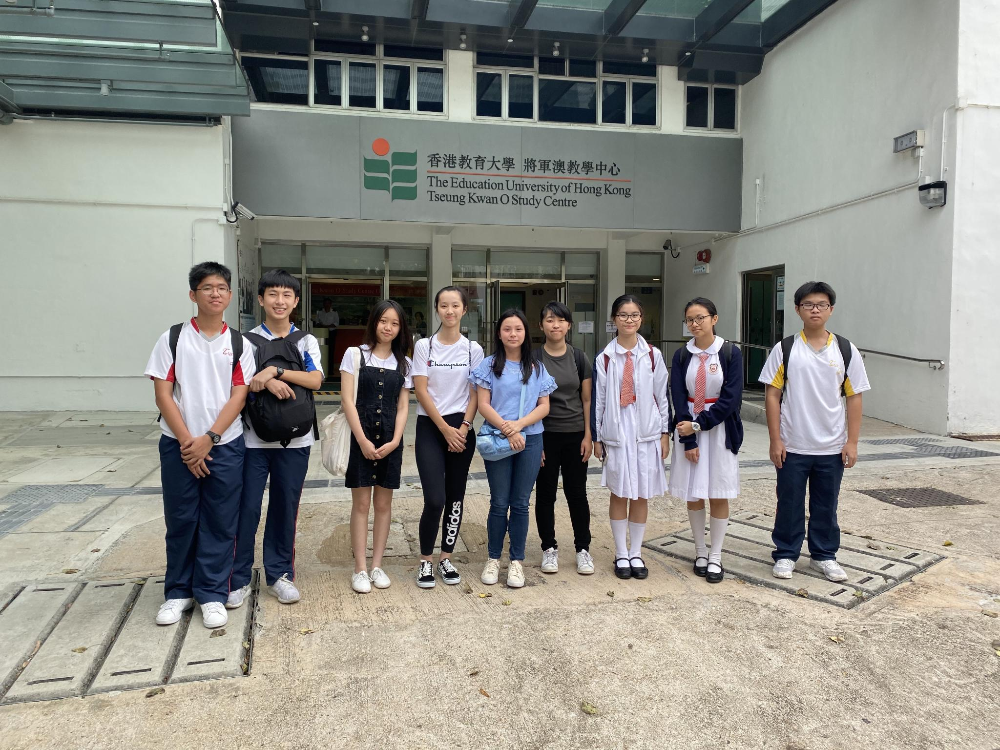 A group photo was taken in the Tseung Kwan O Study Centre of the Education University of Hong Kong.